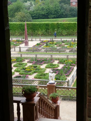 Kenilworth Castle Tudor Garden
