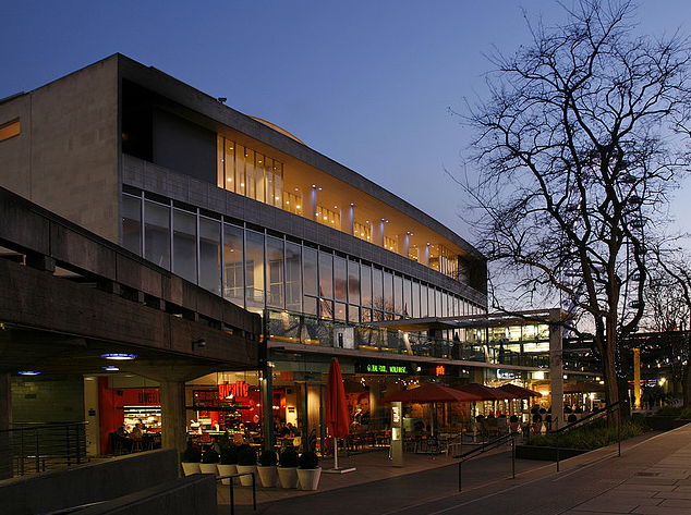 Patrick Baty carried out an analysis of the paint in the Royal Festival Hall
