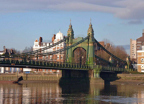 Patrick Baty carried out an analysis of the paint on Hammersmith Bridge with Catherine Hassall