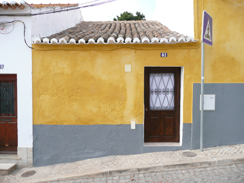 Limewash is gradually being replaced by masonry paint in the Algarve. Patrick Baty has recorded its decline over the years
