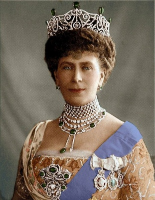 Queen Mary wearing the Delhi Durbar Tiara with Emeralds