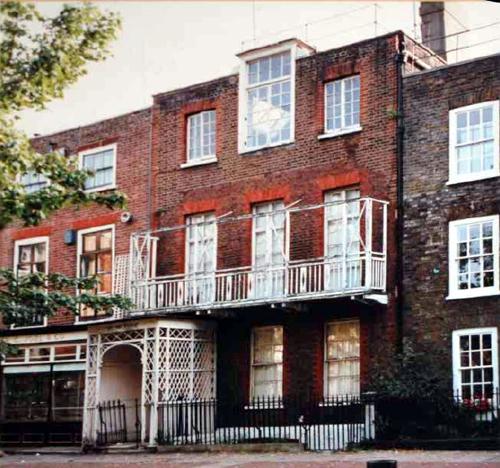 1980s Exterior