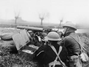 british_lewis_gun_team_battle_of_hazebrouck_1918_iwm_q_10902-sml